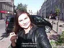 Morena Hermosa Cubierta De Leche En Casting De Porno Ruso
