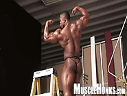 Ron Hamilton Shows-Off And Jerks