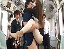 Азиатка порно в метро фото 205-386