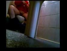 Woman On Toilet And The Pussy Itches