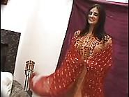 Rondborstige Vrouw Van Kashmir