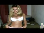 Catia Carvalho Tirando A Roupa Na Webcam.