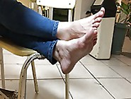 Candid College Girl Relax Her Stinky Barefeet Toes Soles