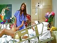 Un Paziente Si Fa Pulire E Curare Il Cazzo