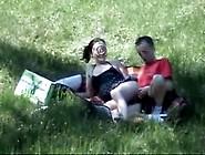 Couple Dans Un Champ