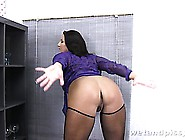Nasty Brunette Pumps Her Pussy Full Of Water To Squirt It Out