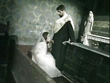 Sposa Inculata In Sagrestia