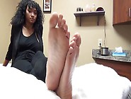 Amateur Beauty Exposing Her Delicious Black Feet With Exotic Pin