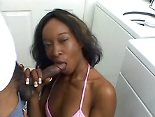 Smiling Black Milf Does Awesome Oral Sex