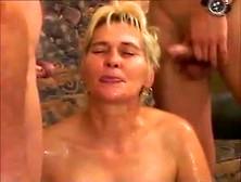 Annette Schwarz beim totalen Sperma Spritz Fest