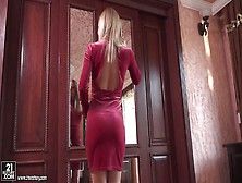 Slim Wife Sicilia Provides Her Man With A Great Blowjob And Stea