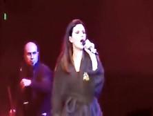 Laura Pausini  nackt