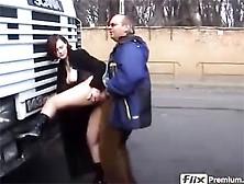 отказался дальнобойщик трахает девушку на дороге разных