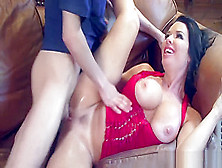 Skinny Kid Fucking A Milf And Making Her Squirt